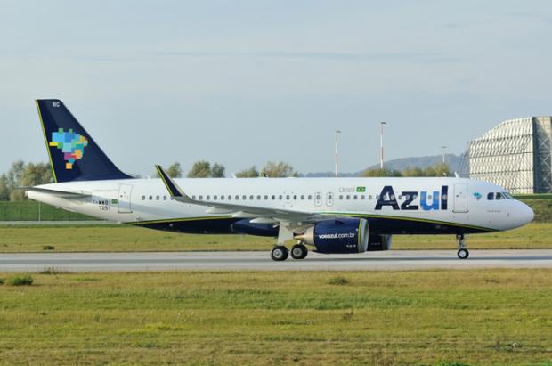 Em Salvador, o avião foi recebido sob jatos d'água do Corpo de Bombeiros / Divulgação/Eurospot